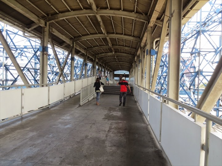 3階の反対側に続く通路