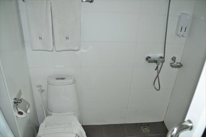 バスルーム(トイレ&シャワー)