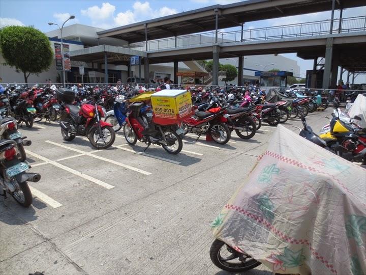 SMクラークのバイクパーキング