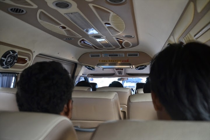 アユタヤからのミニバスの社内の様子