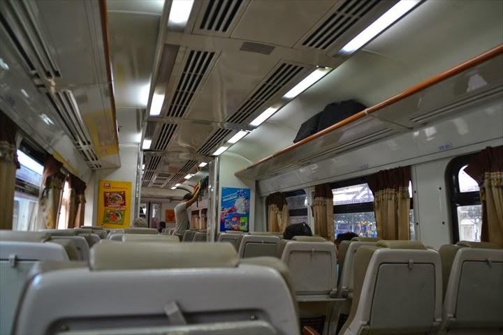アユタヤまでの列車内の様子