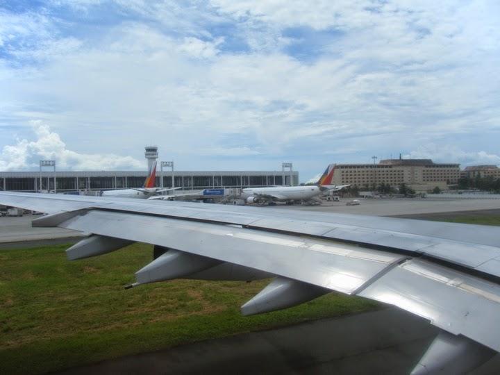 マニラ国際空港のターミナル2(フィリピン航空機内より)