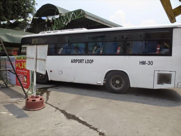 エアポート・ループと書かれたバス
