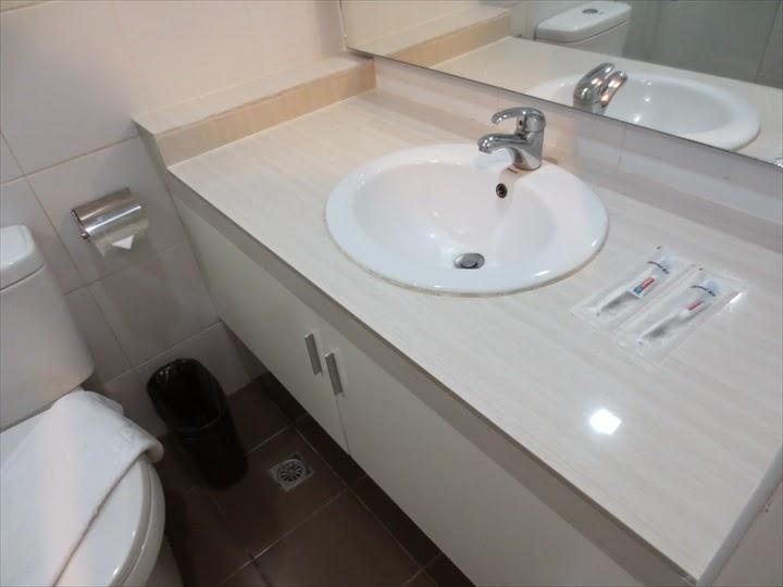 アポロニア・ロイヤル・ホテル-洗面&トイレ