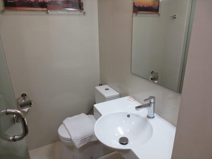 TUNE HOTEL マカティの洗面所&トイレ