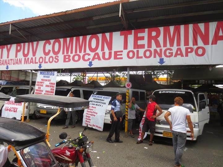 ミニバスでダオからオロンガポへ - ダオのミニバス乗り場(オロンガポ行き)