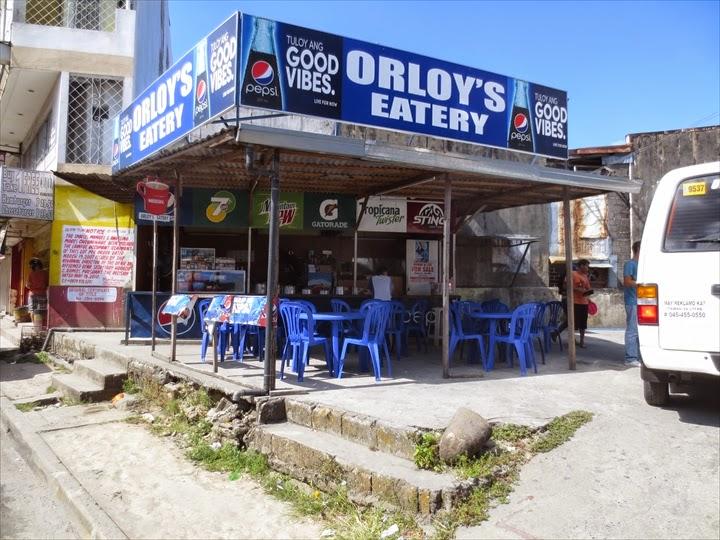 ミニバスでダオからオロンガポへ - オロンガポバス停待合所