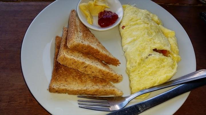 ワンダラーゲストハウス - 朝食オムレツ