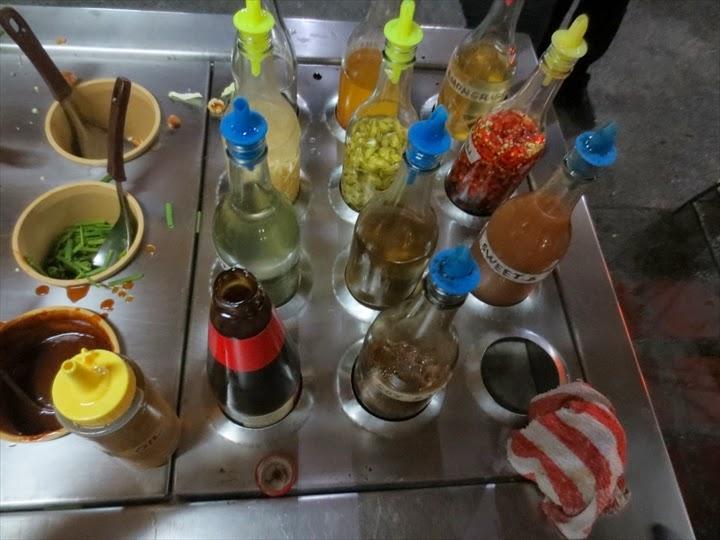 マルガリータステーションのモンゴリアン・バーベキュー(味付け用のボトル)