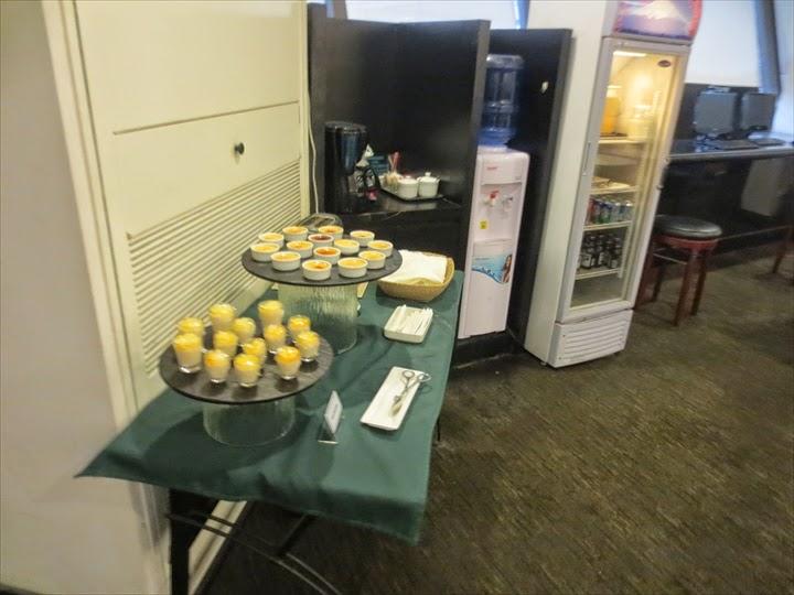 マニラのターミナル1のプライオリティパスが使えるラウンジのカップ料理