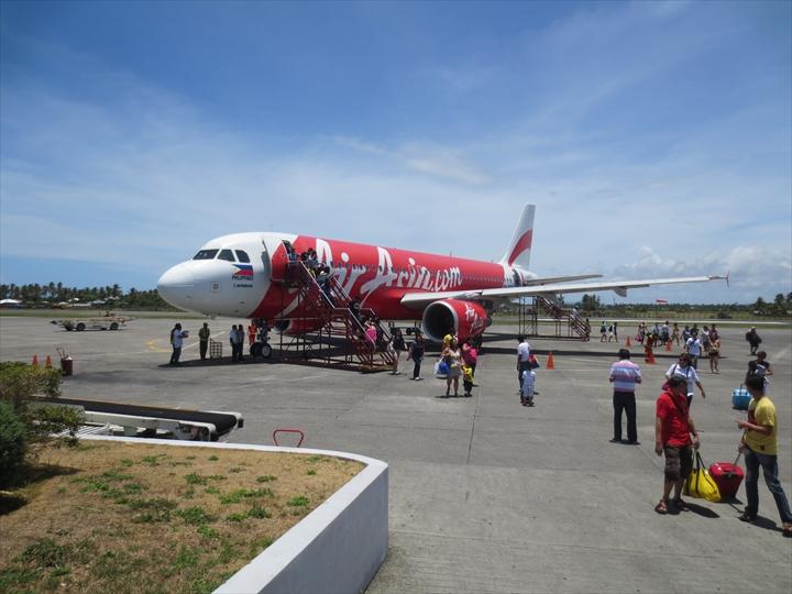 カリボ空港のエアアジア機