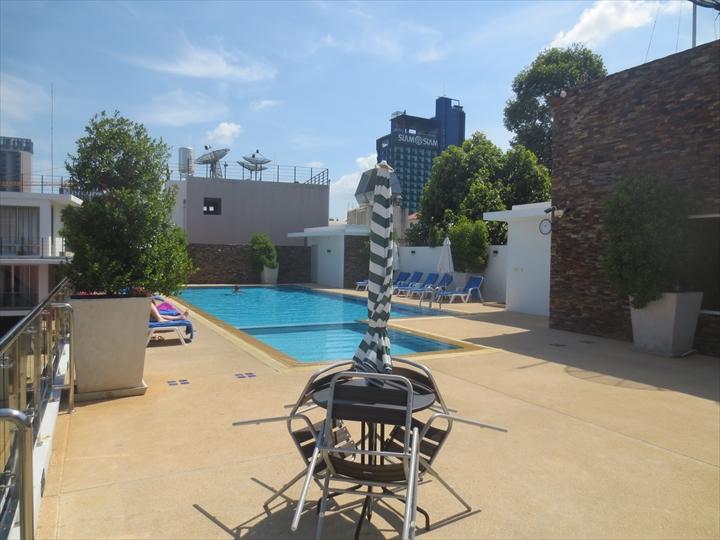 パタヤ ブルースカイホテル - 屋上プール