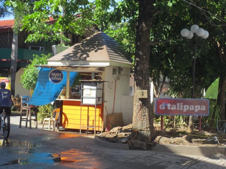 ボラカイバンカートリップ - Dタリパパでイカとエビを買う