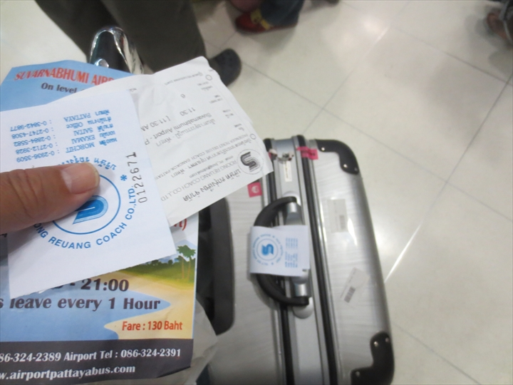 パタヤ行きバスの荷物札とチケット