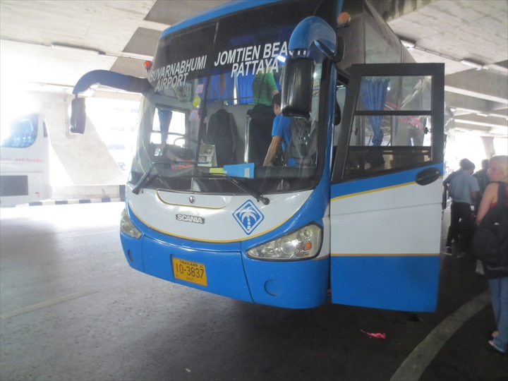パタヤ行きのバス
