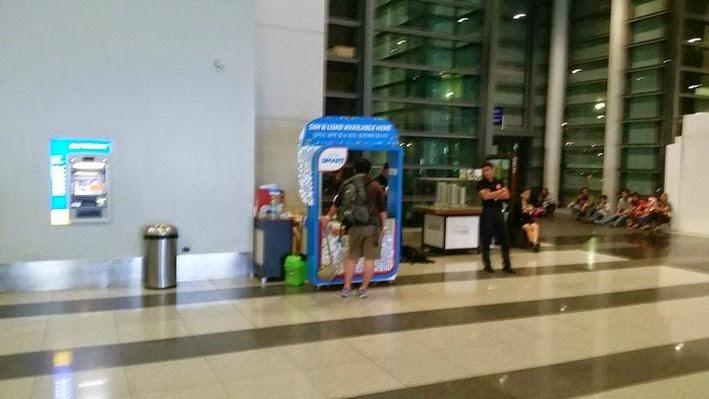 ターミナル3のSIM販売ブースの様子