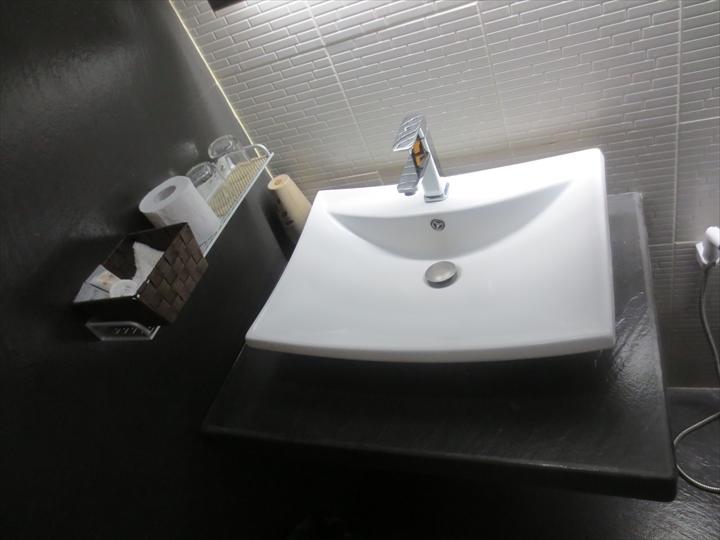アットザパッドホテルの洗面所