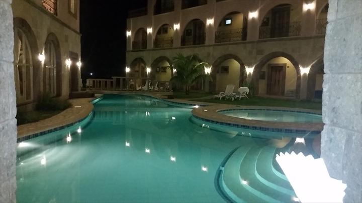 コートデルマーホテル - コロン・ブスアンガ(夜のプール2)