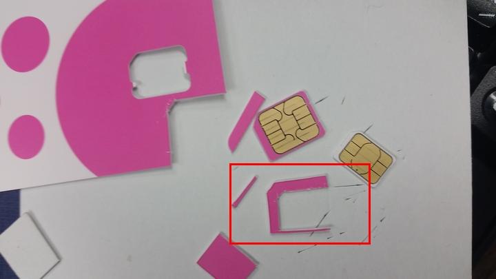SIMのカードの不要部分を利用して(nanoからmicro)SIM変換アダプタを作成