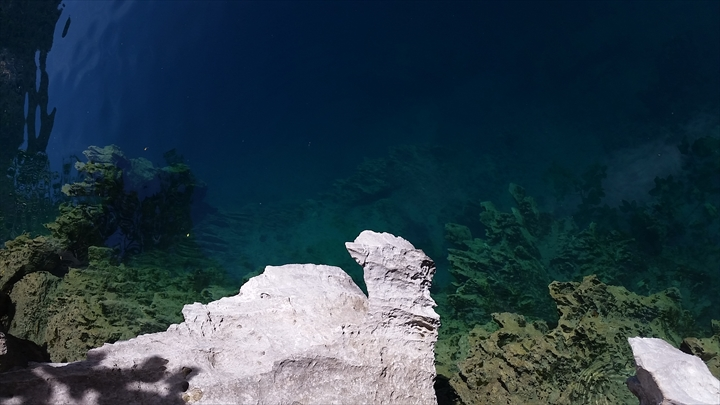 ツィンラグーン - パラワン・コロン(泳いで潜った側1)