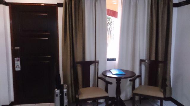 オーキッドインホテル・アンヘレス(ドア&窓)