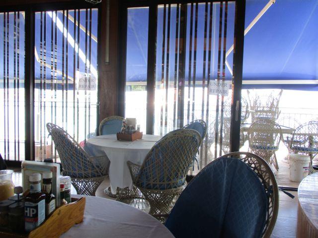 パームツリーリゾートの2Fの朝のレストラン