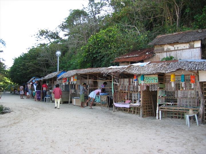 2006年2月:ボラカイ島のプカシェルビーチの様子(1)