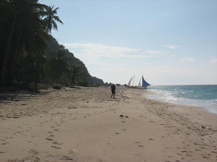 2006年2月:ボラカイ島のプカシェルビーチの様子(4)