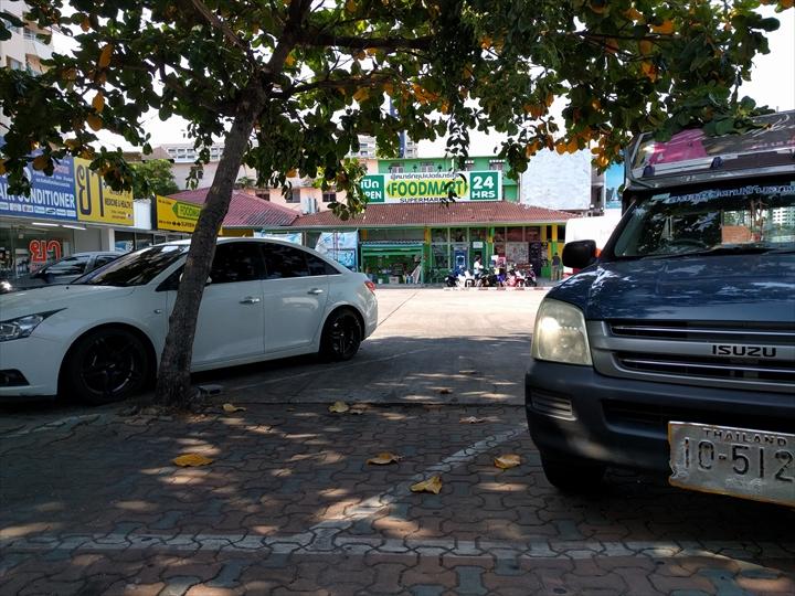 エアポート・パタヤ・バス前のコンビニ