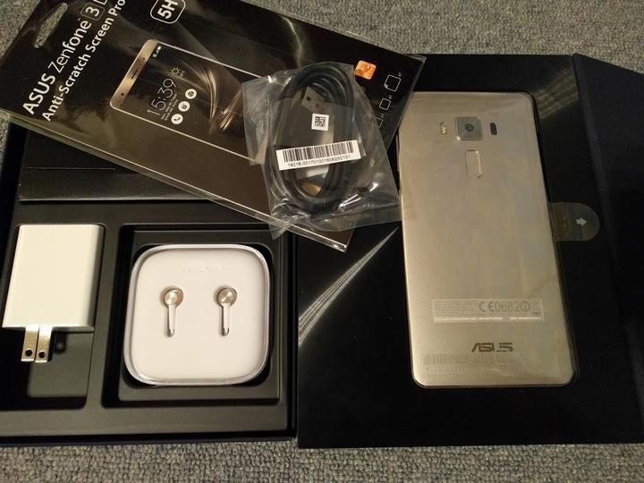 Zenfone3Deluxの箱の中