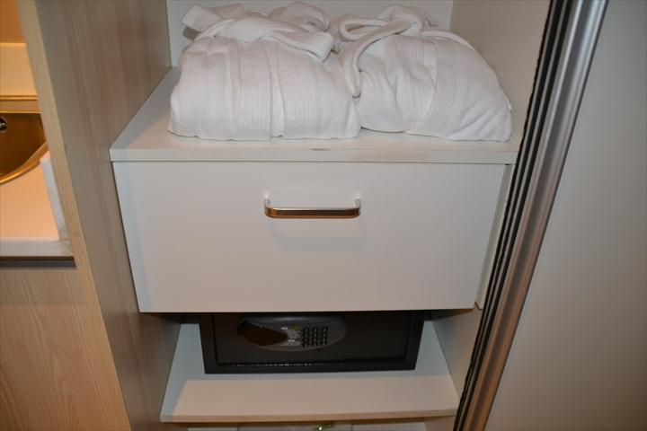 ホテル101マニラ(ガウンとセキュリティボックス)