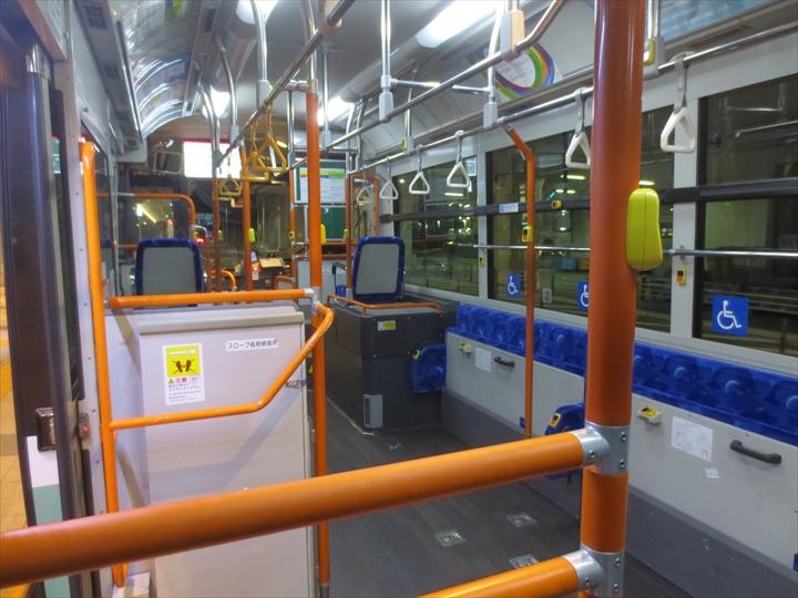 羽田空港の無料連絡バスの車内の様子
