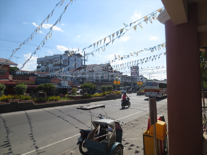 フィリピンのプンダキットビーチへ(サンアントニオでバスの乗換え2)