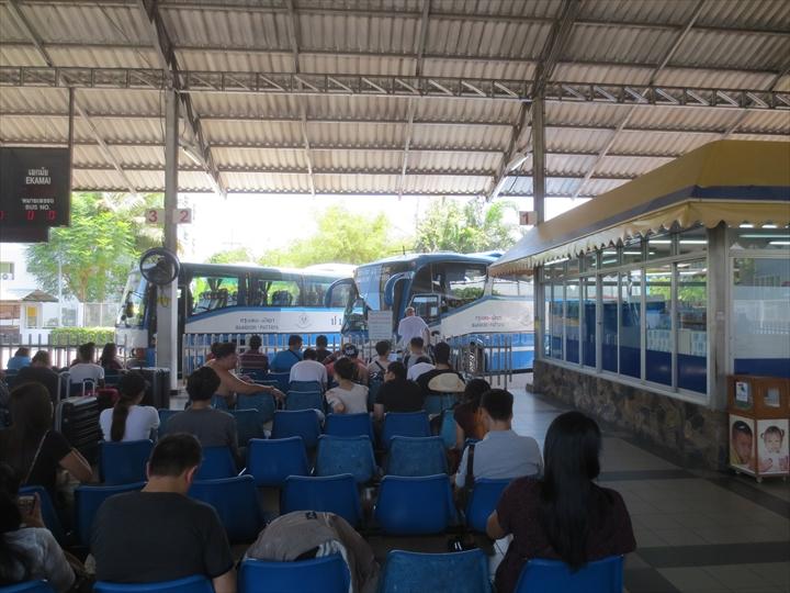パタヤからエカマイへバスで行く(3)
