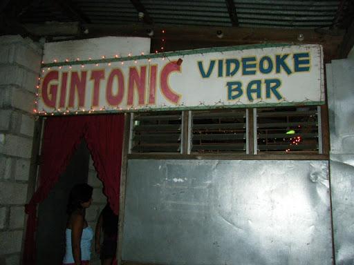 スービック地区のBAR(GINTONIC VIDEOKE BAR)
