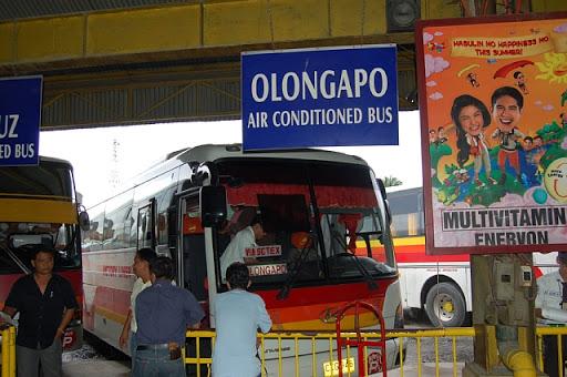 オロンガポ行きバス