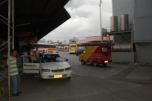 バスターミナル構内の入り口付近から撮影しました。
