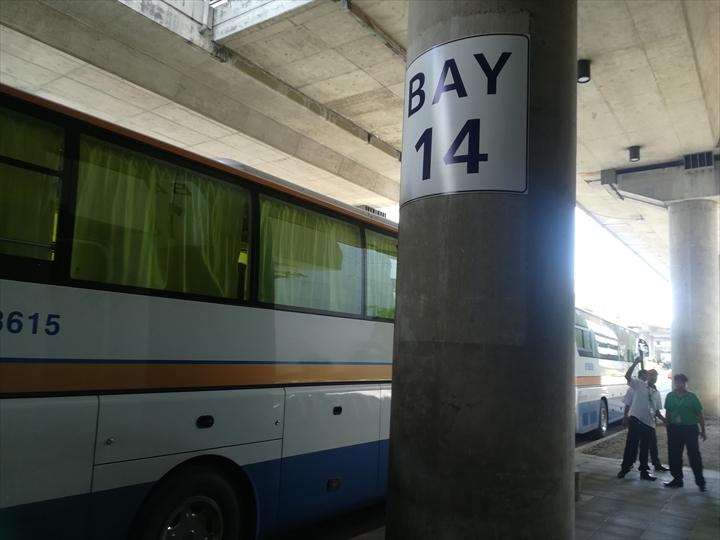 GENESIS社のP2Pバス(ターミナル3の到着場所)