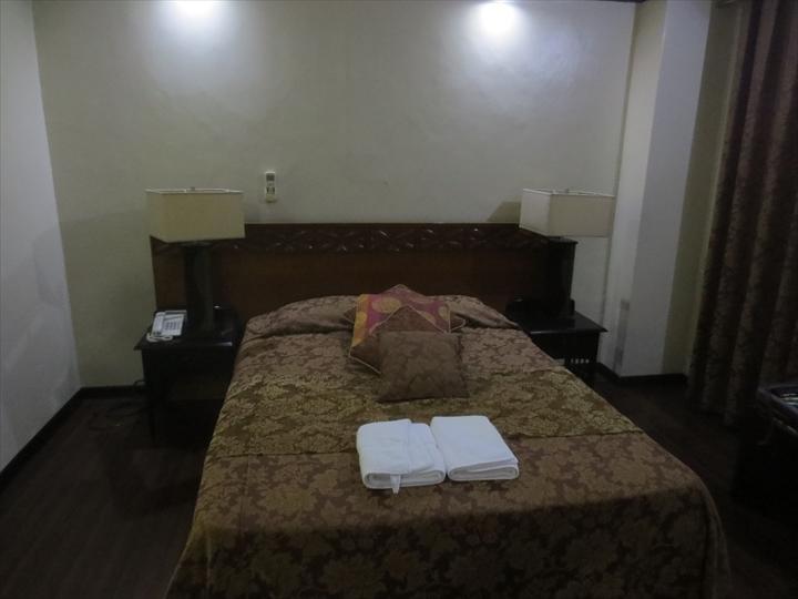マニラ メイナー ホテル(クィーンベッド)