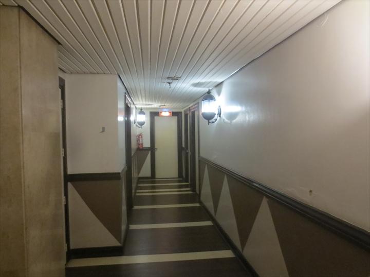 マニラ メイナー ホテル(テレビ・廊下)