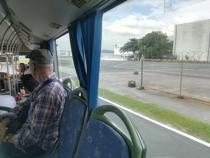 マニラ空港の空港敷地内循環バス(バスの車窓より)
