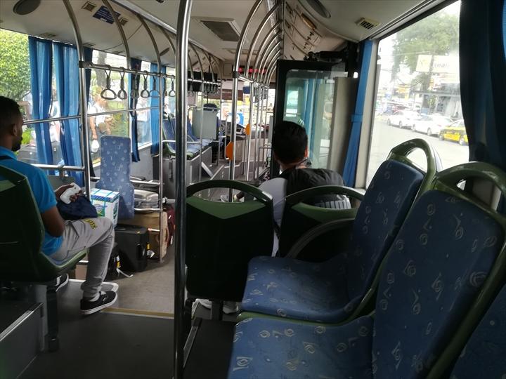 マニラ空港の空港敷地内循環バス(バス車窓より)