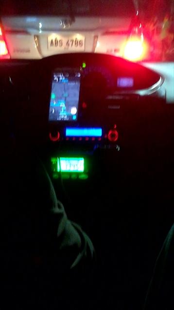 マニラから乗ったGrabTaxiの車中で