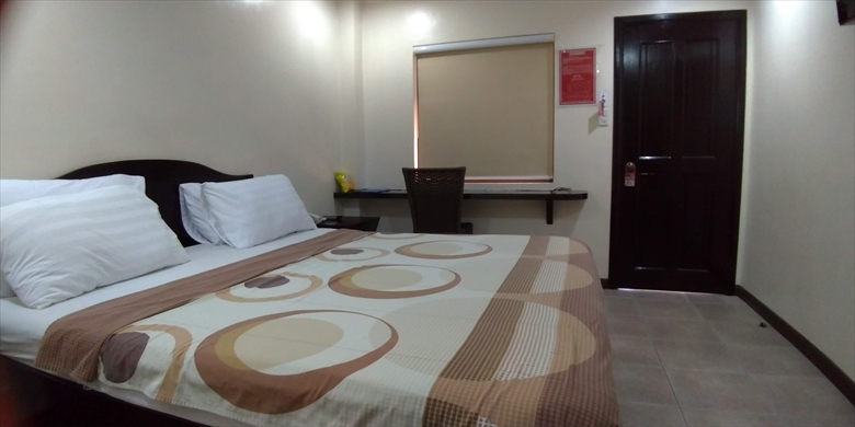 ブーメランホテル (キングサイズベッド)