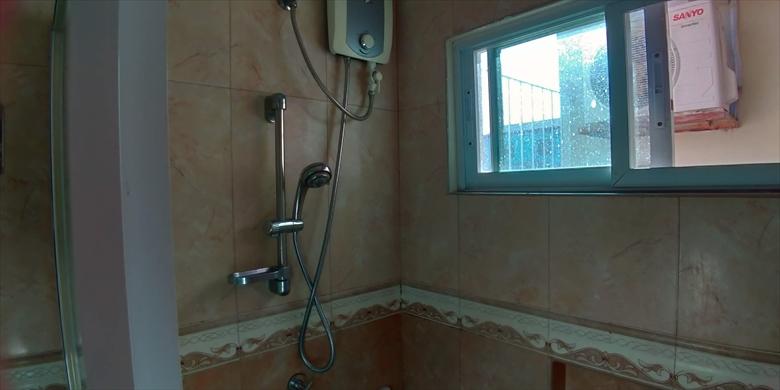 プリスム ホテル アパテル (シャワー)
