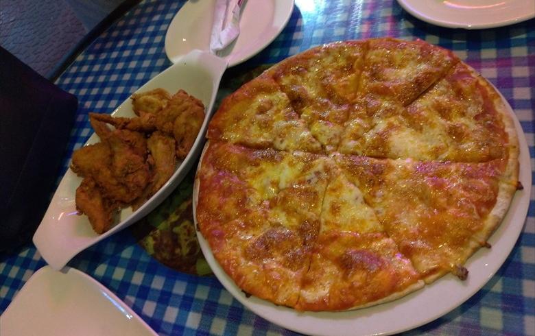 センタウロバー前のピザ&パスタ店