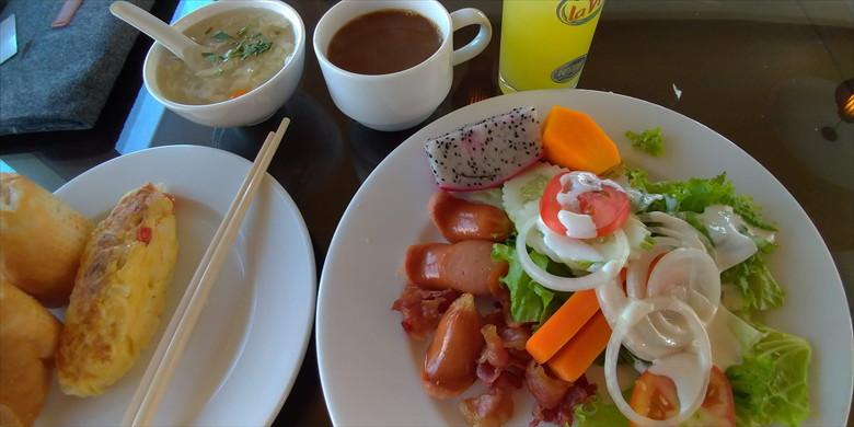 ドク ヴォン ホテル (朝食2)