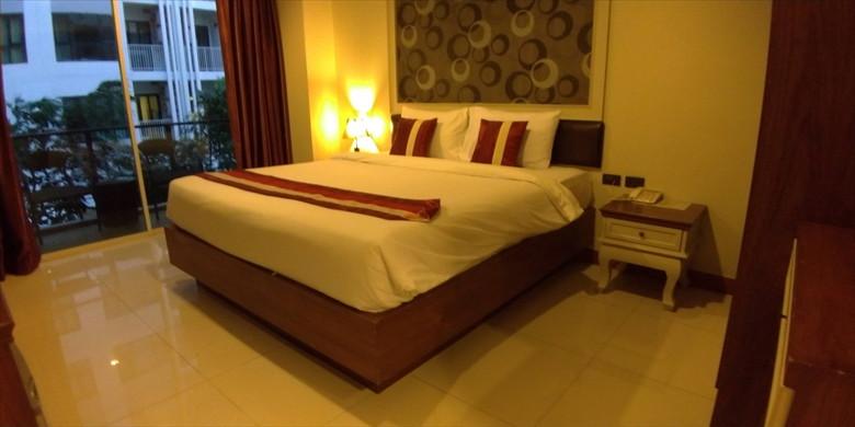 H ブティック ホテル パタヤ(ベッドの様子1)