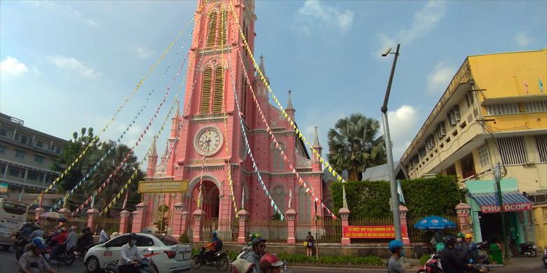 ホーチミンでの昼の観光 ベトナム・ピンクの教会