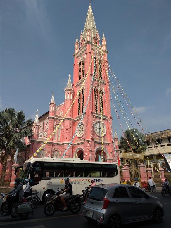 ベトナム・ピンクの教会